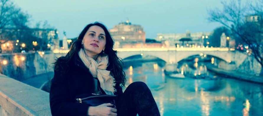 თეონა დოლენჯაშვილი, დრამატული მწერალი დამალული სენტიმენტებით