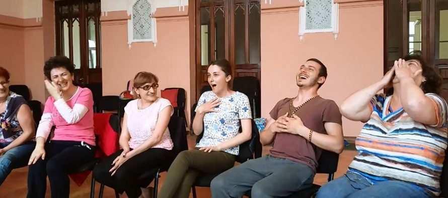 რა ხდება სიცილის ტრენინგზე (ვიდეო)