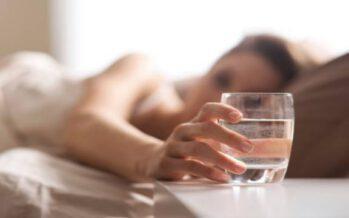 5 მიზეზი უზმოზე წყლის დასალევად