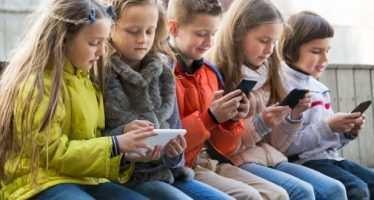 5 რამ, რაც აუცილებლად უნდა იცოდეთ, როცა ბავშვისთვის ტელეფონს ყიდულობთ