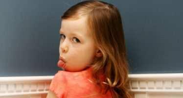 როგორ მოვიქცეთ, როდესაც ბავშვი ცუდად იქცევა — ფსიქოლოგების აუცილებელი ინსტრუქციები მშობლებს
